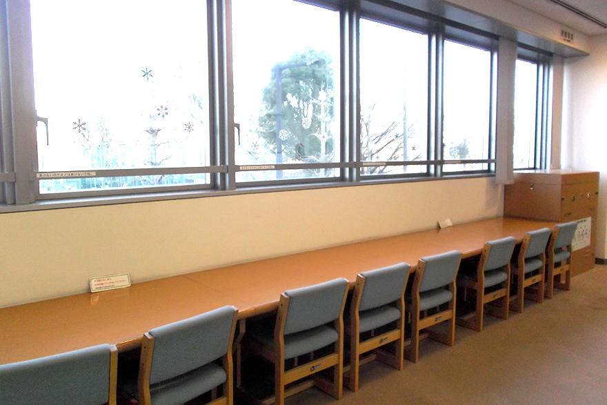 2階児童室学習席